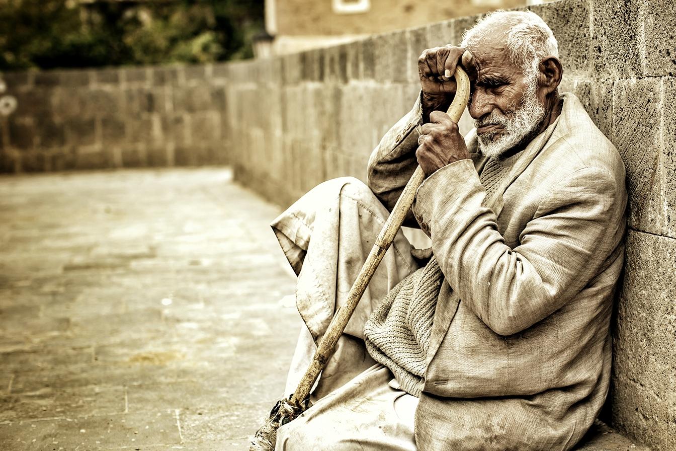 اليمن بلا بنك مركزي: فقدان أساسيات الاستقرار الاقتصادي وتسريع المجاعة